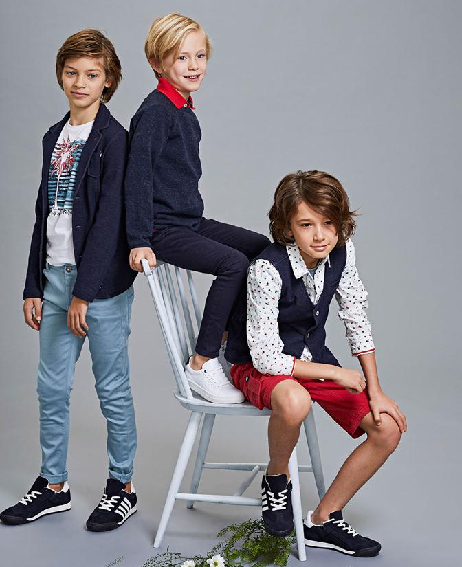 Communie collectie voor jongens: wit hemd met palmboomprint.