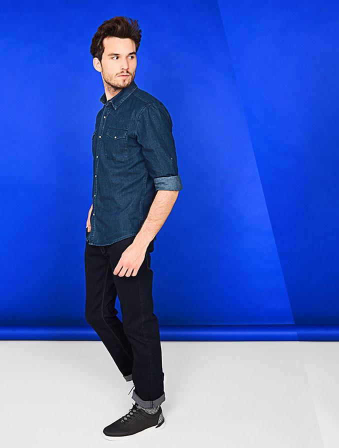 Straight fit voor heren: de pijpen zijn recht, maar in tegenstelling tot de regular sluit deze jeans wat meer aan bij het bovenbeen.