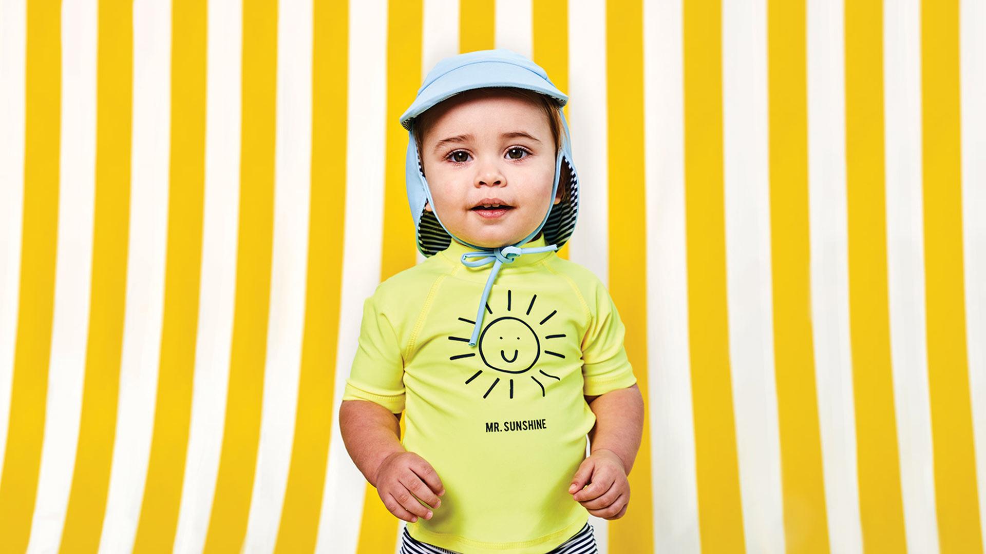Protégez la peau délicate de vos petits trésors contre les rayons agressifs du soleil grâce à notre collection de maillots avec protection UV !