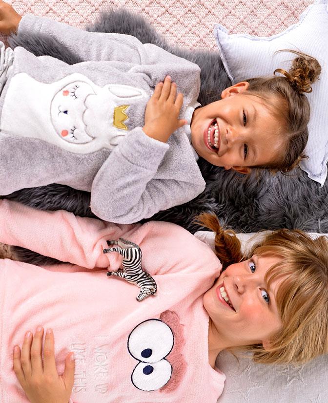 pyjama gris clair, imprimé de lama