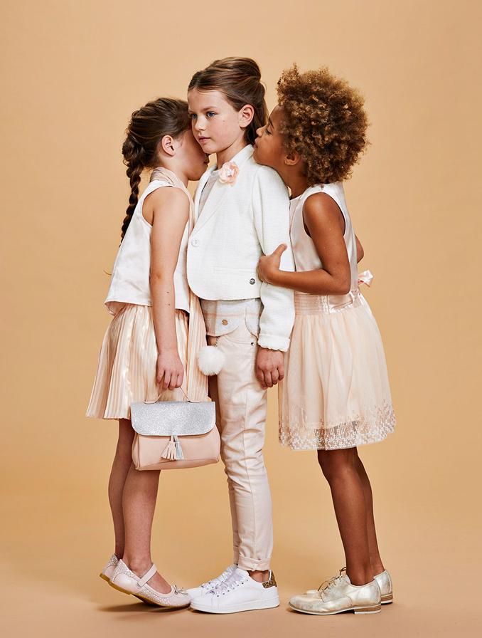 Communie collectie meisjes: Roomwitte bouclé blazer met broche