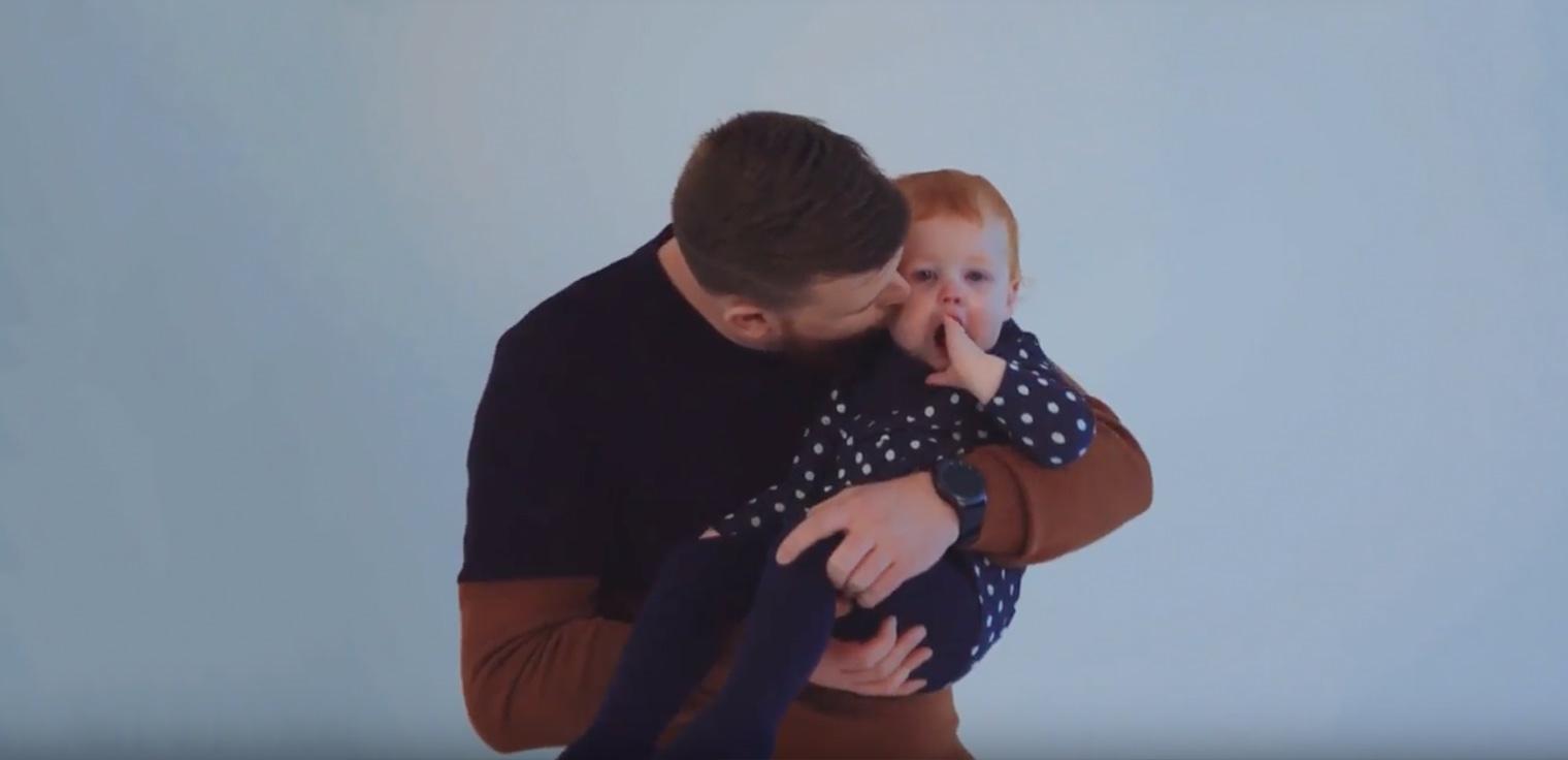 Tom Simoens, trotse papa van de überschattige Lina vertelt hoe het is om voor de eerste keer papa te worden.