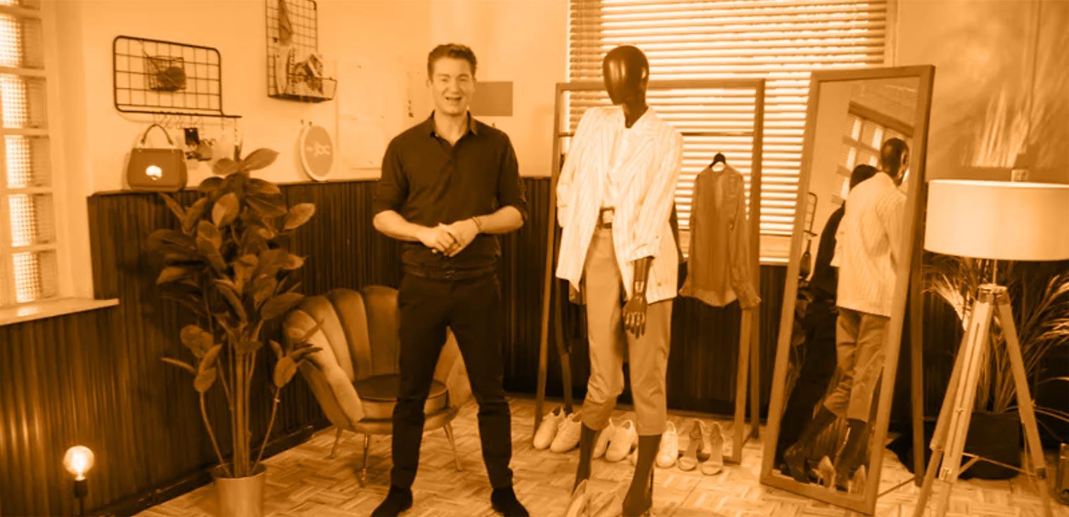 Jani Kazaltzis keert terug met nieuwe fashionista's die shoppen tot ze droppen. Episode 2